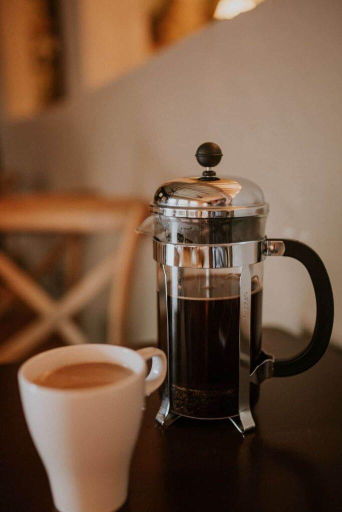 18 ways to save money on your electric bill in the kitchen from www.goingzerowaste.com #coffeepot #electricbill #savemoney #frugal #eco #gogreen #sustainability #zerowaste #kitchen